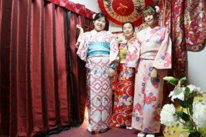 台湾からお越しのお客様です。女子会で着物デート、お似合いで可愛いです。