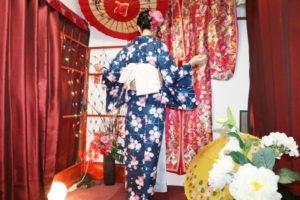 伝統的な和柄のお着物をお選び頂きました(^^)とても素敵ですね(*^ー^)ノ♪浅草散策楽しんで下さいね(*^ー^)ノ♪ 選擇了日式傳統花紋的和服非常漂亮。開開心心去淺草散步啊!