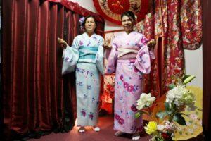 タイからお越しのお客様です。当日プランのご利用です、二人とも可愛い、春らしい着物を着ました。お似合いですね。
