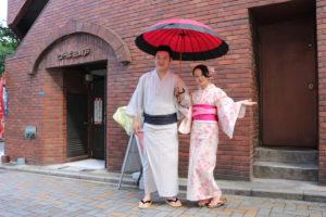 穿著浴衣與和服,來自中國的俊男美女