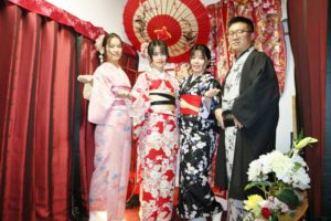 海外からお越しのお客様です。品なお着物をお選び頂き浅草観光にお出掛けです(*^▽^*) 和服体験ありがとうございます(*^▽^*)