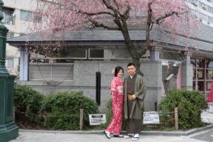桜、桜模様の着物をお選びいただきました。素敵でお似合いですね!兩位都很適合和服喔!!