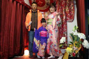 台湾からお越しの家族です。お子様もかわいい振袖を体験しました。二人とも素敵でかわいいですね。
