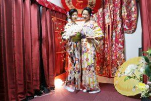双子コーデで着物デート、お二人とも和服美人ですね。