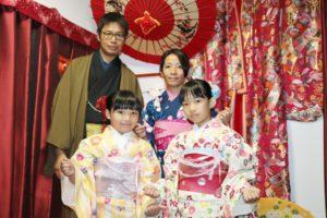 台湾からお越しの家族です。初めて着物体験ありがとうございます。お子様も大人の着物をお選び頂きました。お似合いですね。ありがとうございます。