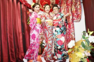 海外からお越しのお客様です。伝統的な柄をお選び頂きました。和服美人ですね。とても素敵です。