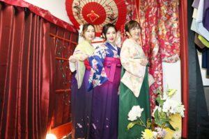 海外のお客様です。素敵な袴をお選びに頂きました。女子会で着物、可愛いですね。日本旅行でいい思い出になりますね。