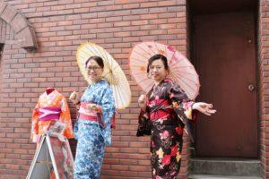 海外からお越しのお客様です。当日プランをご利用で和服体験、とても可愛くて、素敵ですね。ありがとうございます。