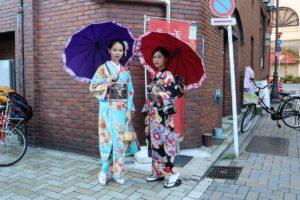 女子聚會的客人。穿著可愛和服浅草散步、非常美麗。
