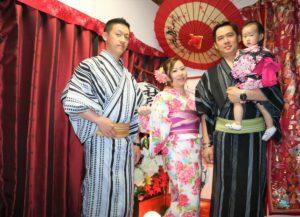 台湾からお越しのご家族です。お子様もかわいいですね。浅草寺の三社祭を楽しんでくださいね。