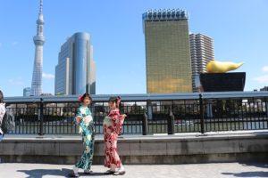 かわいい着物で浅草散策。兩位都很可愛喔!!