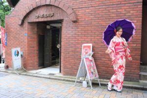 #海外からお越しのお客様。#上品な#赤の着物をお選び、素敵ですね。 來自海外的客人們,鉉則#大紅色的#和服體驗,#高雅又#大方,非常適合您!!