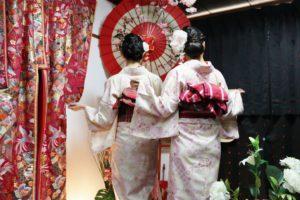 #香港 からお越しのお客様です^_^ #伝統的 な #和柄 の #お着物 で #双子コーデ をお選び頂きました(^∇^)お二方共とてもお似合いで可愛いです💕 #浅草観光 楽しんで下さいね^_^ 來自香港的客人,選擇傳統的