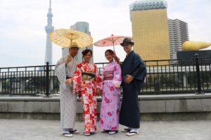 台湾からお越しのお客様です。着物で浅草散策、楽しんでください。