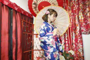 和柄の傘で、お着物のお写真です(^-^)vとてもお似合いです