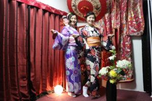 非常適合和服的兩位台灣客人。