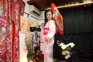中国からお越しのお客様です(^^)v伝統的な和服をお選び頂きました。初めての体験ありがとうございます( ^-^)ノ∠※。.:*:・'°☆ 从中国来的客人,选择了传统的和服款式,浅粉色的和服配着深粉色的带结,超温柔可爱,谢谢您把和服穿的如此美丽,愿今天的和服体验给您留下一个美好的回忆 ^-^)ノ∠※。.:*:・'°☆
