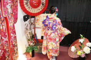 台湾からお越しのお客様です。宮脇咲良さんご利用の振袖をお選び頂きました(^∇^)浅草観光楽しんで下さい 來自台灣的客人, 選擇宮脇咲良 小姐穿過的振袖和服,祝您在淺草觀光愉快