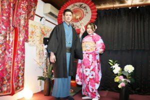 香港からお越しのお客様です(^^) 振袖プラン と紳士の着物 をお選び頂きました。お二方ともお似合いで素敵です#浅草 散策楽しんで下さいね\(◎o◎)/ 香港来的客人,女士选择的是振袖体验很可爱,,男士选择的是深色的和服,超级绅士!祝你们今天玩的开心,日本旅行一切顺利