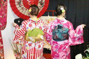マカオからお越しのお客様です😊 艶やかな花柄のお着物や伝統的なたて線のお着物をお選び頂きました(*^▽^*)和服体験ありがとうございます👘日本旅行楽しんで下さいね💕 來自澳門的客人,選擇傳統而華麗花紋的和服,謝謝您們來體驗和服,祝您們在日本旅行愉快💕