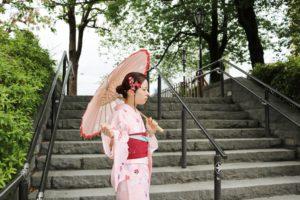 ピンクの桜模様のお着物を着て浅草散策です😊とてもお似合いで可愛いですね❤️楽しんで下さいね(*^▽^*) 選擇粉色櫻花花紋的和服在淺草逛,非常可愛非常適合您喔,祝您玩得開心