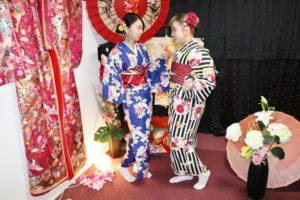 海外からお越しのお客様です😊お時間のない中の和服体験ありがとうございます^_^ 日本旅行の良い記念になったでしょうか。また機会があったら、お越し下さいね❤️  來自海外的客人,在行程非常匆促的情況來店體驗和服,非常謝謝您們,希望能在您們的日本旅行留下美好的回憶,下次有機會來日本玩的話歡迎您們再來體驗喔