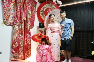 台湾からご家族でお越しのお客様です😊 桜模様のお着物がとてもお似合いで可愛いです😊日本旅行楽しんで下さいね💕 來自台灣的家族,體驗了有櫻花樣式的和服,非常可愛非常適合您喔! 祝您在日本旅遊愉快