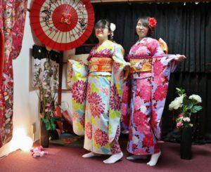 韓国からお越しのお客様です(^^)伝統的なお振袖 をお選び頂きました^_^とても華やかで素敵ですね(^∇^) 浅草観光楽しんでくださいね♪ 来自韩国的客人,选择了传统的振袖体验,很能代表日本的和服文化,颜色和款式都很华丽,很适合您!愿您浅草观光一切顺利(^∇^)
