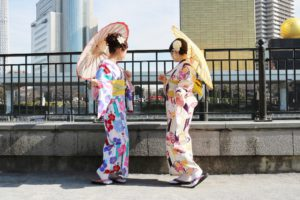 お二人とも #矢羽模様 のお着物をお選び頂きました👘✨黄色い帯を差し色に華やかで可愛いですね😍💕 #浅草寺 や #仲見世通り など、 #着物 で #浅草巡り 楽しんでくださいね〜(*^^*) 二位都挑選了 #矢羽花樣👘✨黃色腰帶華麗又可愛😍💕