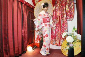 來 日本旅行的國外客人❤️❤️ 可愛的粉紅色 #和服 搭配紅色的腰帶✨❤️ #髮型 也非常可愛呢😍 謝謝光臨本店#和服體驗 😊