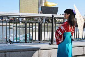 袴プランをご利用頂きました❤️ 矢羽模様の伝統的なお着物に、ブルーの袴を合わせて✨✨ ハーフアップのスタイルにリボンの髪飾りがレトロでとても可愛いです😍
