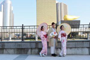#マレーシア からお越しのお客様です😊👍 #日本旅行 の記念に #和服体験 です(*^^*) 女性は #メイク💄もご利用頂きました❤️❤️ 華やかでとても素敵です(*^^*)  來自馬來西亞的客人😊👍 體驗穿和服#當做日本旅行的一個記念(*^^*) 女生們利用了化粧服務❤️❤️ 好豔麗 超合適的(*^^*)