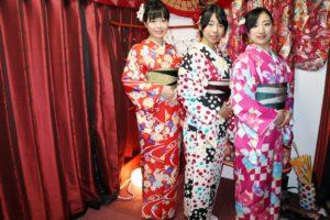 #卒業旅行 で #浅草観光 です👘🌸 #着物  きて、 #雷門 に #浅草寺 にお出掛けですね🍡💐💄皆様とてもお似合いで可愛いです💕💕💕 #思い出旅行 を満喫して頂きました。