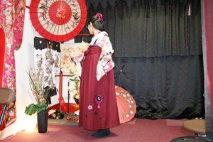 ご卒業おめでとうございます㊗️上品な袴をお選び頂きました。オリジナルの袴です。とてもお似合いで素敵です。 恭喜您畢業了㊗客人選擇了優雅的袴去參加畢業典禮,非常漂亮很適合您唷!