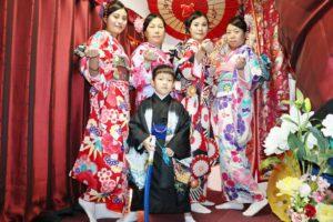 #台湾 からお越しのお客様です❤️ ご家族で #和服体験 にご利用頂きました👘 皆様豪華な #本振袖 をお選び頂き、とても華やかで素敵です(*'▽'*) #日本旅行 楽しんで下さいね🎵
