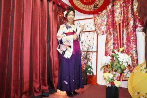 香港からお越しのお客様です❤️ #袴プラン をご利用頂きました! #矢羽 のお #着物 に紫色のぼかしの #袴 がお似合いでとても可愛いです!!