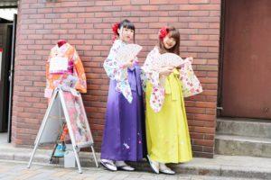 #袴プラン をご利用下さいました。🌸4500円で一式レンタル料金です👘着物に袴とヘアースタイルまとめ髪に飾りが付いて☺️ます。是非ご利用下さいね