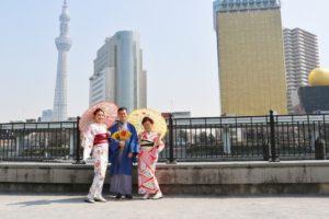 #香港 からのご家族です👘 初めての #和服体験 ありがとうございます😊 #紳士 的な #和服羽織 に 女子力アップする赤のお着物にピンク色の組み合わせがとてもお似合いで素敵です