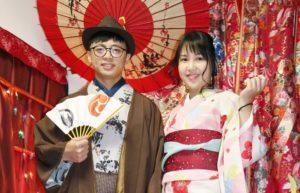 #台湾 からお越しのカップルです。 初めての #和服  👘ありがとうございます。 侍ポーズでお #写真 をお撮りしてます。仲の良いツーショットもお似合いで、素敵ですね