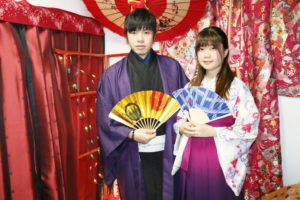 マカオからお越しいただきました。紳士の着物と袴をお選びいただきました。