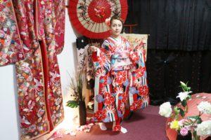 海外からお越しのお客様です。本振袖をお選び頂きました。ありがとうございます😊艶やかで、とても素敵です💕 來自海外的客人,體驗日本傳統振袖和服,謝謝你們,祝您們在淺草逛的愉快!