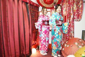 市松模様のお着物を双子コーデでお選び頂きました!!とても可愛いです💕💕兩位選擇同款不同色的和服,謝謝您們來本店體驗喔!祝您們玩得開心