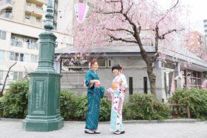 さくら祭りも開催中!お似合いの着物姿でお花見もいいですね。