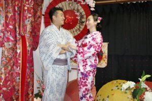 香港からお越しのお客様です。伝統的な和服を体験して頂きました。😊✨✨👘 艶やかな浴衣がとてもお似合いです。浅草観光楽しんで下さいね💕 来自香港的2位客人,选择了tina设计的浴衣。两个人很登对啦……