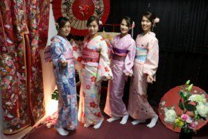 マレーシアからお越しのお客様です。可愛らしいお着物をお選び頂きました。日本伝統的な和服体験ありがとうございます^_^ 來自馬來西亞的客人,選擇體驗可愛風格的和服。感謝您們來本店體驗日本傳統和服^_^