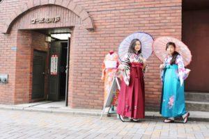 お二方とも袴スタイルが素敵です。 兩位穿袴服都非常合適呢