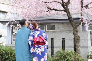 お二人共 #和服 がお似合いで素敵ですね! 仲良く #浅草散策 へお出掛けです😊