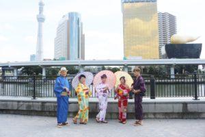 台湾からお越しのお客様です。和服体験ありがとうございます👘浅草観光楽しんで下さいね(*^▽^*)💕 來自台灣的客人們,謝謝您來本店體驗和服,本店旁的隅田公園拍的紀念照,ˊ祝您玩得愉快!