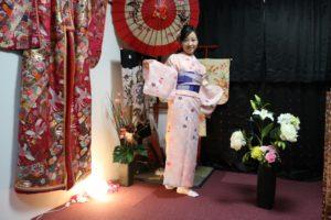 海外からお越しのお客様です。伝統的なお着物を選び頂きました。とてもお似合いで素敵です。 來自海外的客人,選擇了粉色系以及藍色系的傳統花紋和服,非常適合您很可愛唷!!