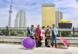 來自印尼的朋友趁著黃金週一同出遊,穿著和服漫步淺草。